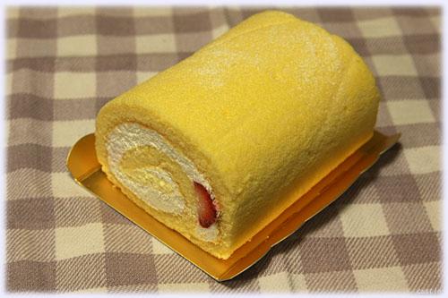 「まざあぐうす」のイチゴロールケーキ