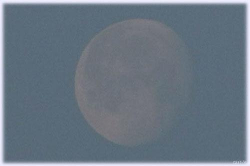 霧の向こうに月齢17