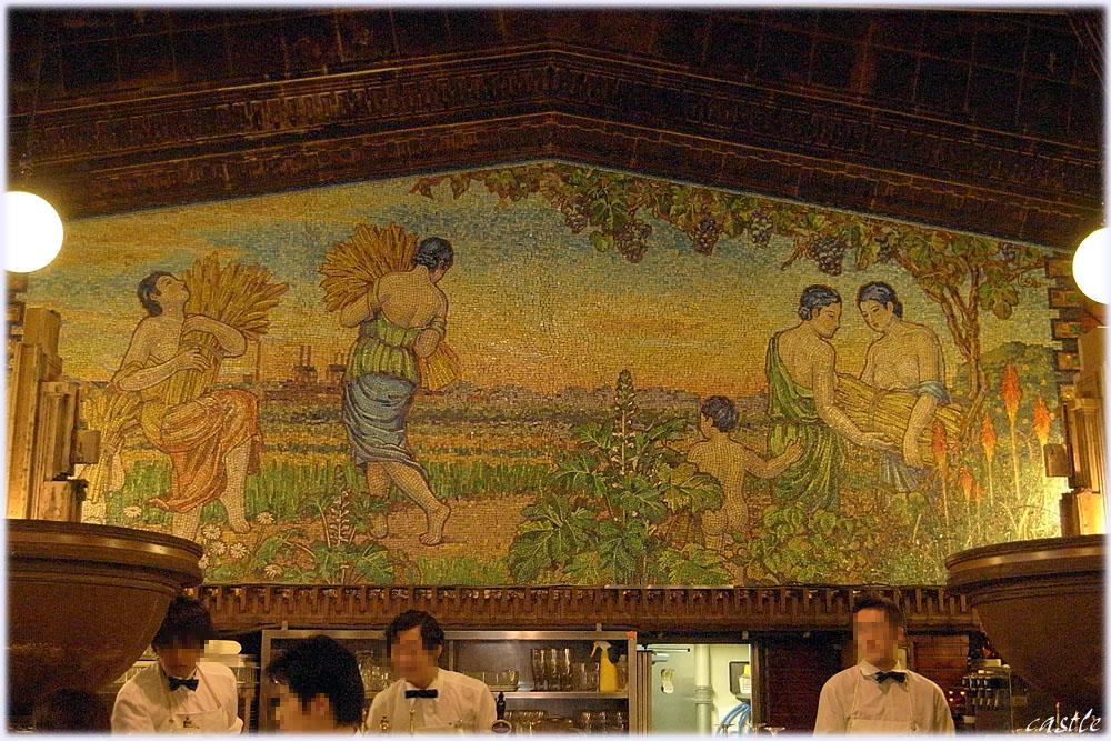 ライオン銀座七丁目店のガラスモザイク壁画