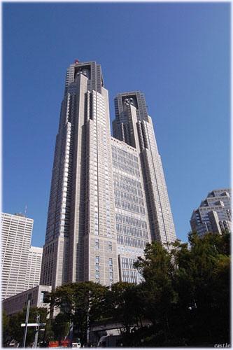 都庁(下から見上げる)