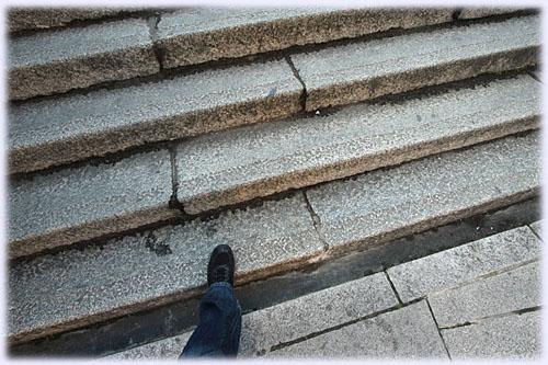 こんぴらさんの階段、1段目