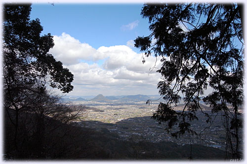 奥社から讃岐平野を眺める