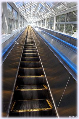 エスカレーターで大鳴門橋展望台へ
