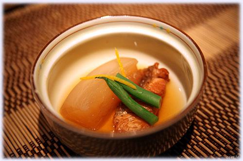 カブと鮭(鱒?)の炊き合わせ