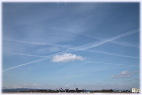 交差飛行機雲