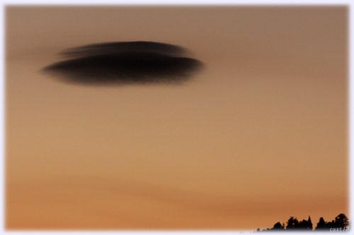 円盤みたいな雲