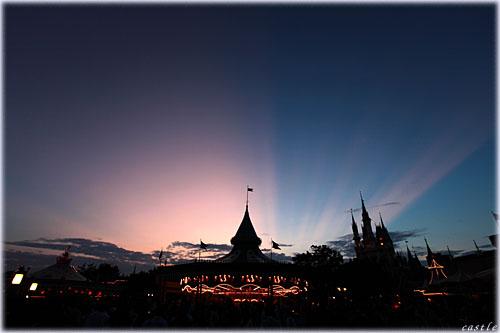 シンデレラ城と光芒