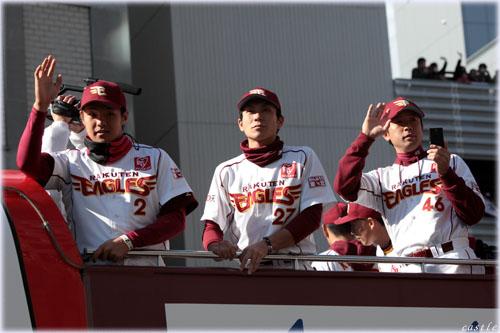 三好内野手、岡島捕手、鉄平外野手
