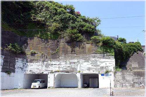 崖下駐車場