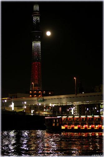 スカイツリーと満月