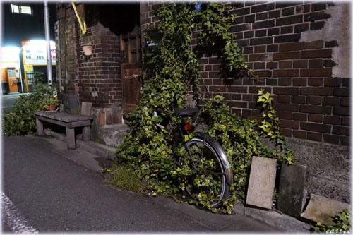 飲みこまれた自転車