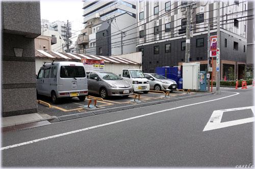 都会の駐車場