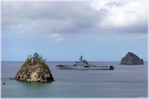 要石付近から自衛隊艦