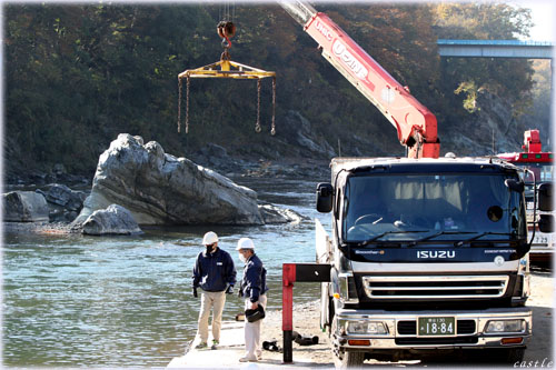ライン下りの船を運ぶトラック