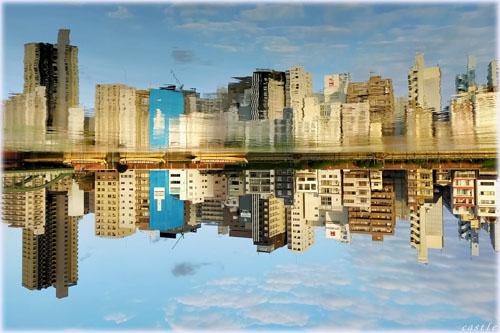 水の中の街
